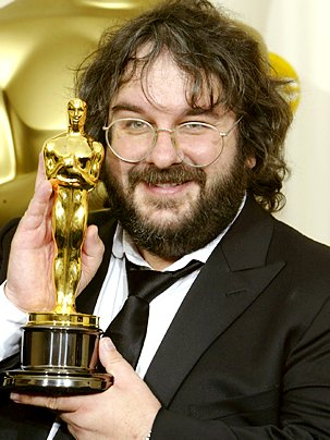 Peter_Jackson_holding_an_Oscar